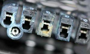 Смазка для контактов автомобильная: электропроводная или электроизоляционная?