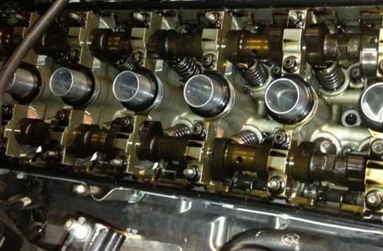Чистый двигатель после использования синтетики