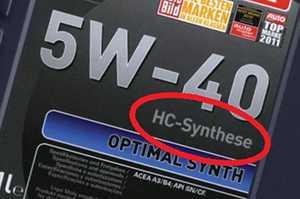надпись «HC-Synthese» на канистре с маслом
