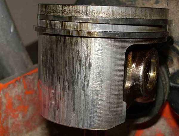 Поршень двухтактного двигателя