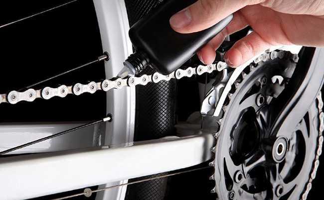 смазываем велосипедную цепь