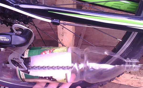 самодельное приспособление для очистки велоцепи
