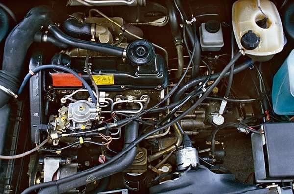 двигатель старого автомобиля